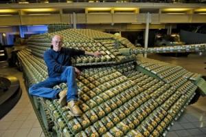 egg carton tank 550x365 300x199 Танк из коробок для яиц