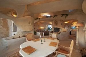 real Flintstones house 550x365 300x199 Пещера Флинстоунов