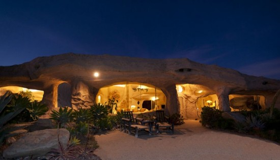 real Flintstones house5 550x315 Пещера Флинстоунов